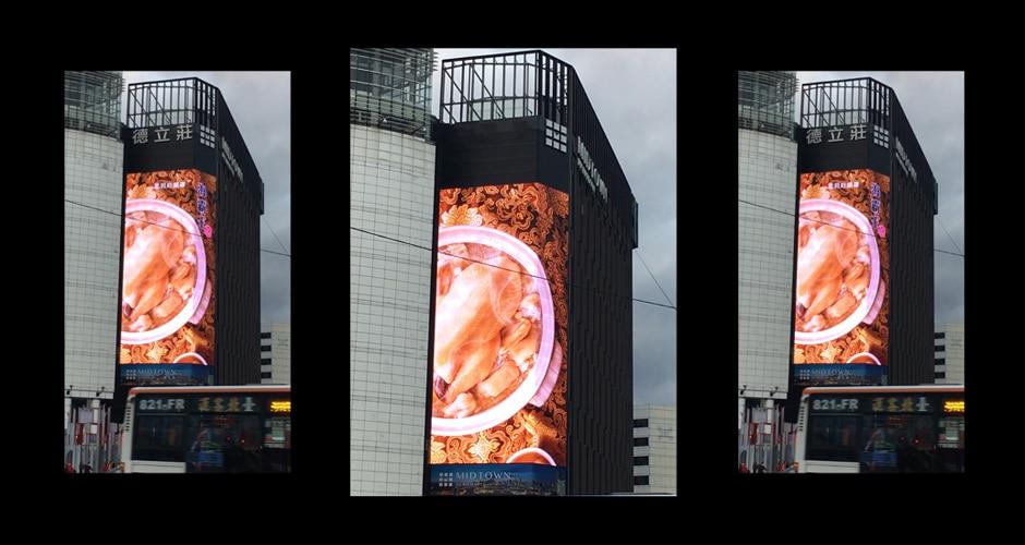 Две разные стороны здания применяют медиа фасадную архитектуру для рекламы