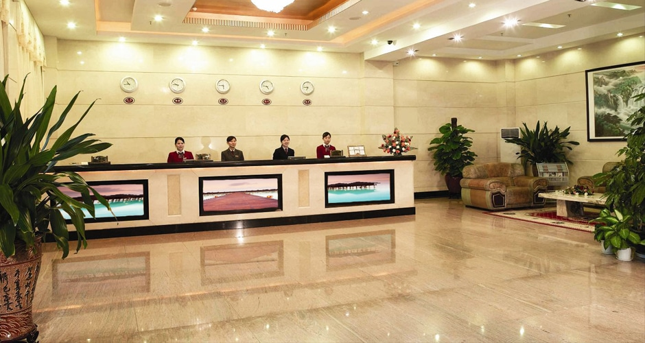 Hotel Foyer Display : Lobby video wall for hotel led display manufacturer