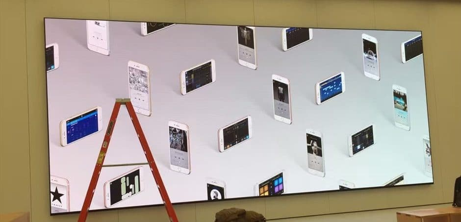 led HD display in apple store