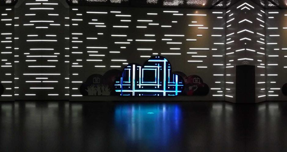 wyświetlacz led kreatywny kształt lotniska