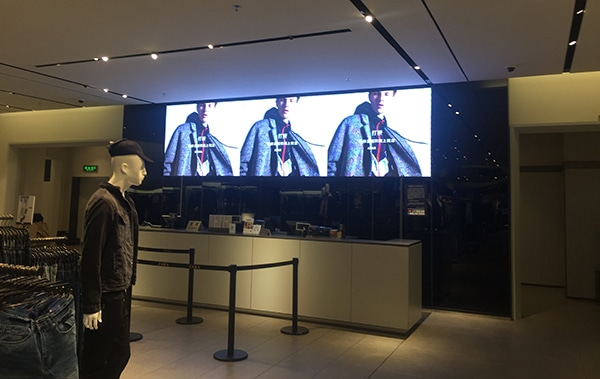 Retail led screen