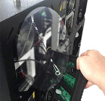 Gancho de seguridad en la pantalla led exterior de servicio frontal